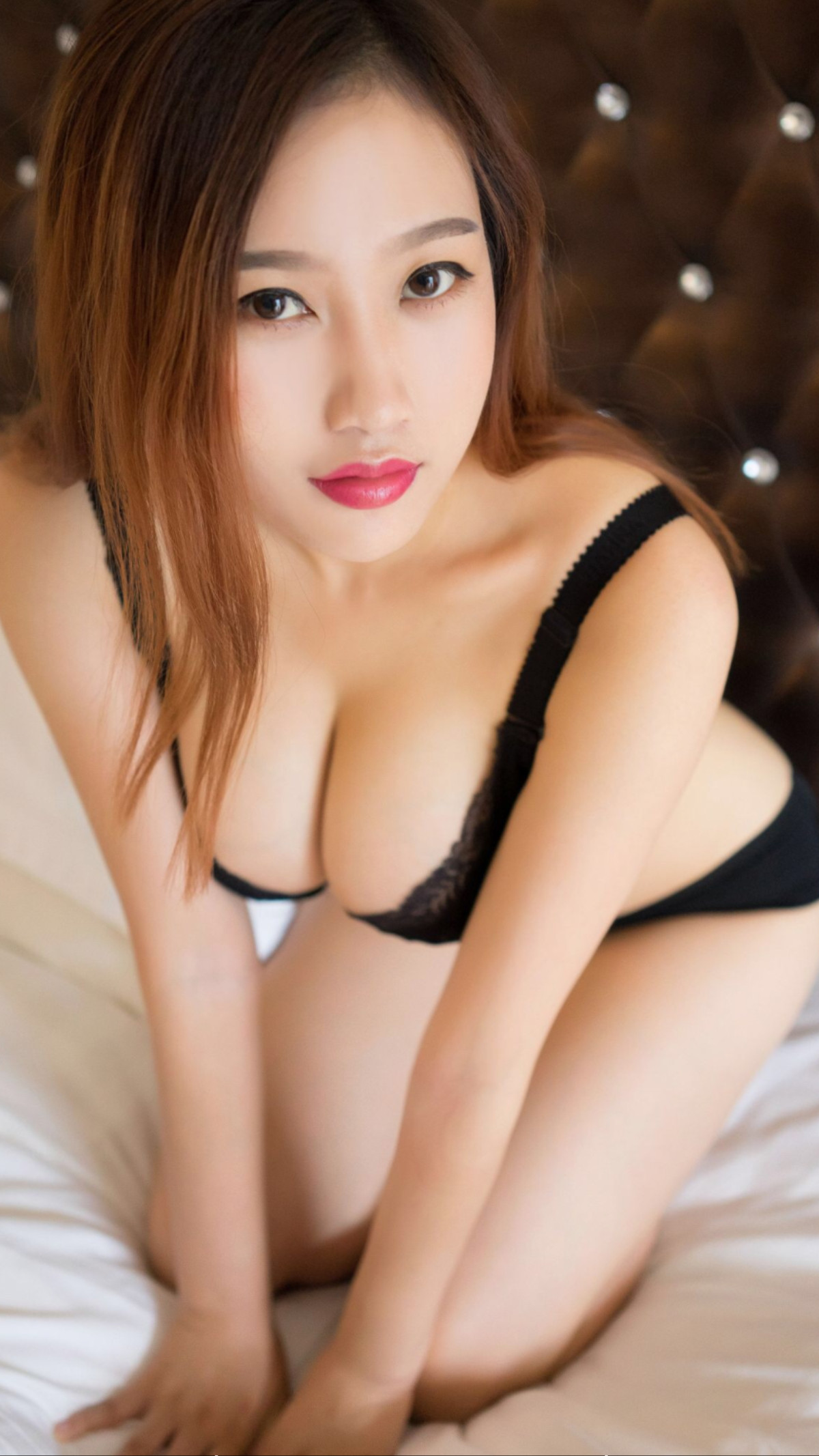 Very skinny nude ebony