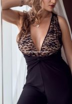 Elegant Mature Lady Tall And Kinky Dubai