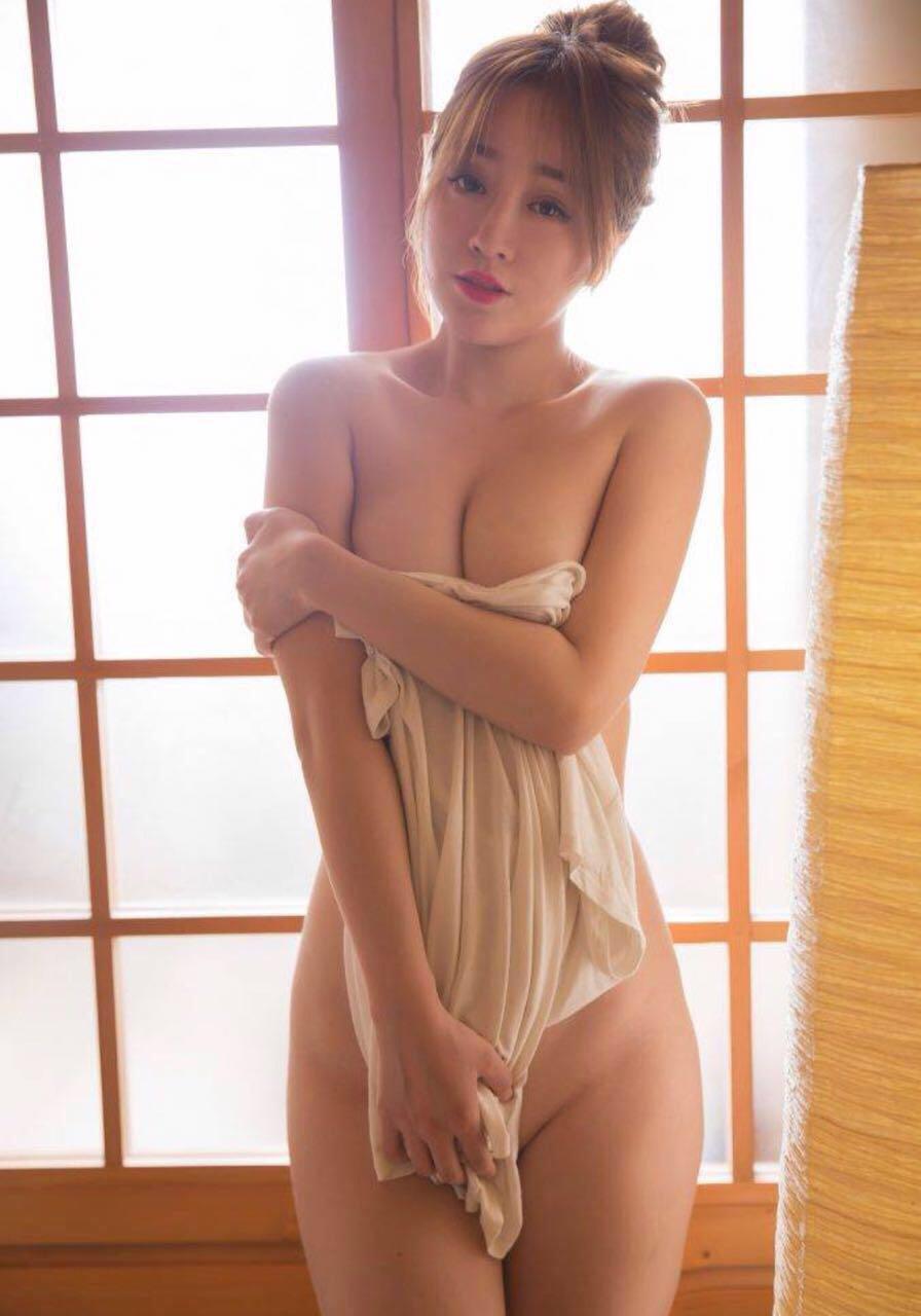 Asia content enjoying erotic model